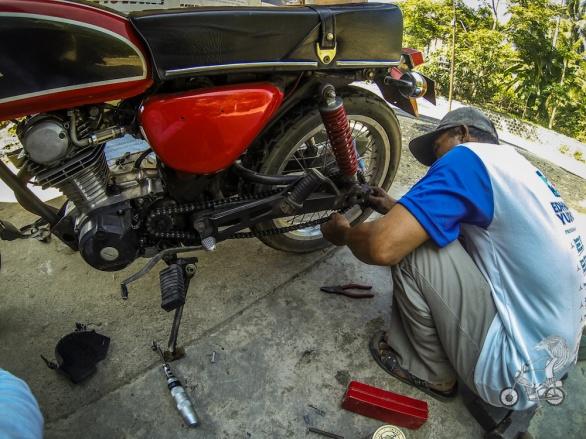 Pak fixing broken chain.